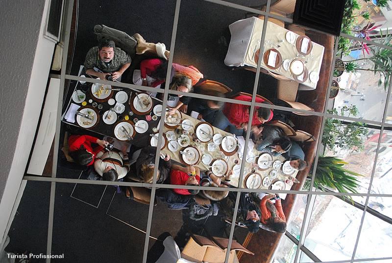 Reserva de grupos para o restaurante giratório em Santiago do Chile
