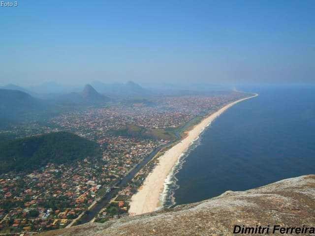 trilhas em Niterói vista da praia de Itaipuaçu