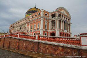 Teatro Amazonas parte externa 2 300x200 - Teatro Amazonas - símbolo de uma época áurea no meio da floresta