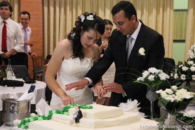 20 - Corte do bolo pelos noivos (1)
