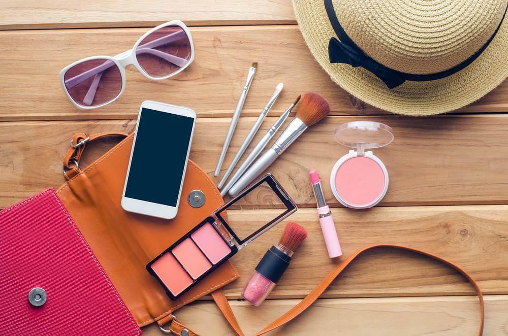 maquiagem para viagem  - Maquiagem para viagem: o que levar na necessaire