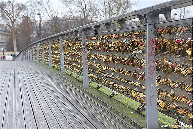 CadeadosemParis1 - Cadeados do amor: como selar uma viagem romântica