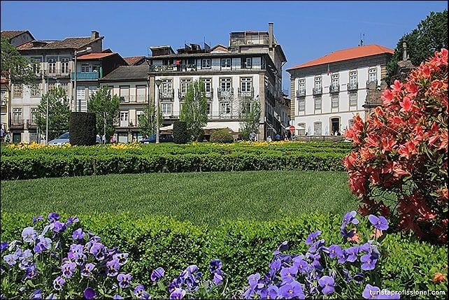 Guimaresnaprimavera - Roteiro de 1 dia em Guimarães: como chegar e o que fazer na cidade berço de Portugal