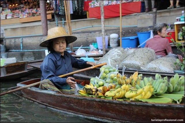 mercado flutuante perto de Bangkok