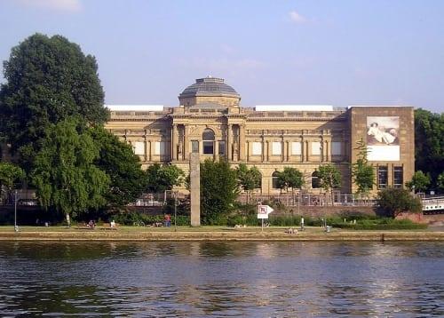 5410156 FrankfurtM Staedel - Schaumainkai, a rua dos museus em Frankfurt