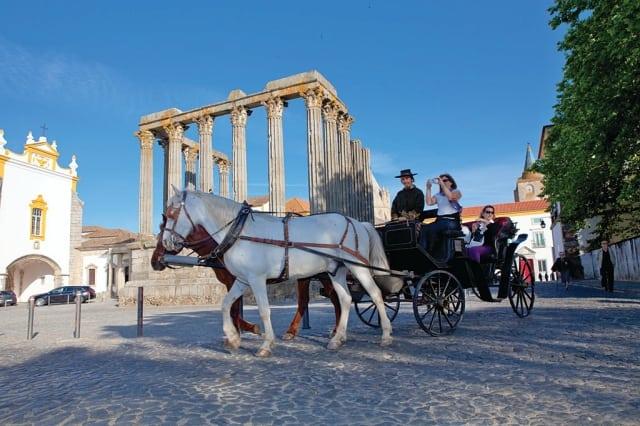 Evora Templo de Diana 1 - Saiba como é celebrado o Natal no Alentejo, em Portugal