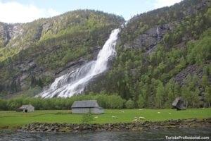 roteiro noruega 300x200 - Noruega, o país das cachoeiras!