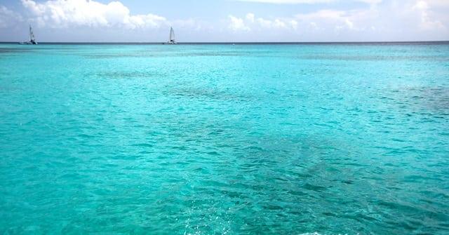 azul da cor do mar - Passeio de barco em Barbados