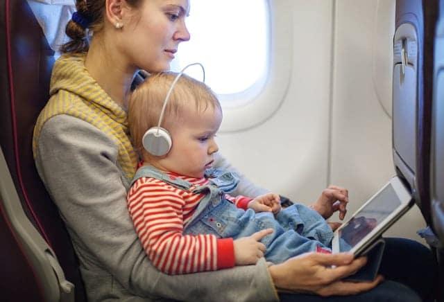 dicas para viajar com bebê - 20 dicas de viagem de avião com bebê