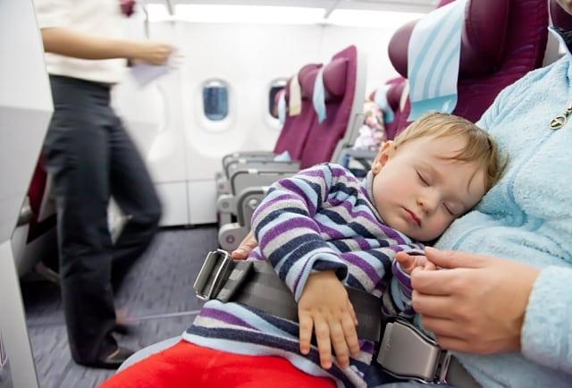 viagem com bebê - 20 dicas de viagem de avião com bebê