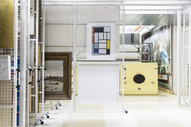 obras Mondriam - Como funciona o transporte aéreo de obras de arte?