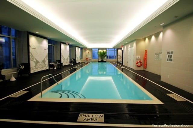 piscina de hotel - Onde se hospedar em Toronto: Trump Hotel