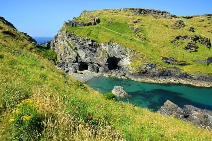 caverna de merlin - A rota do Rei Arthur e os Cavaleiros da Távola Redonda na Grã-Bretanha