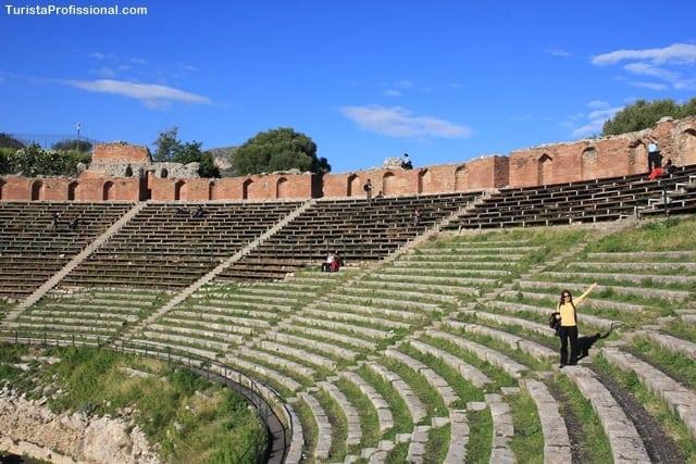 teatro grego - 10 ilhas lindas que você precisa conhecer