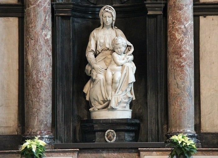 Madonna e crianca Michelangelo Brugge - Flandres: conheça essa região da Bélgica que transpira arte!