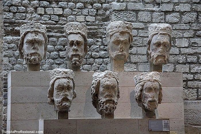 cabeças de Notre Dame