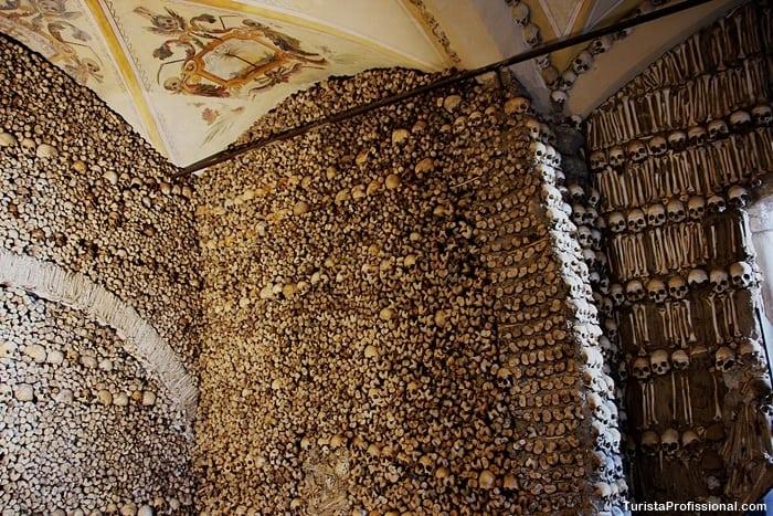o que fazer em evora - Capela dos Ossos em Évora, Portugal: um lugar que vai te surpreender!