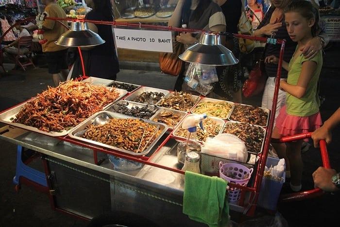 comer escorpiao tailandia - Comidas da Tailândia: nas ruas tem de tudo!