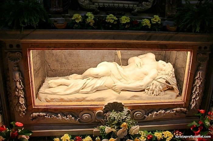 tumulo sao sebastiao - Saia do lugar comum e visite as catacumbas de Roma