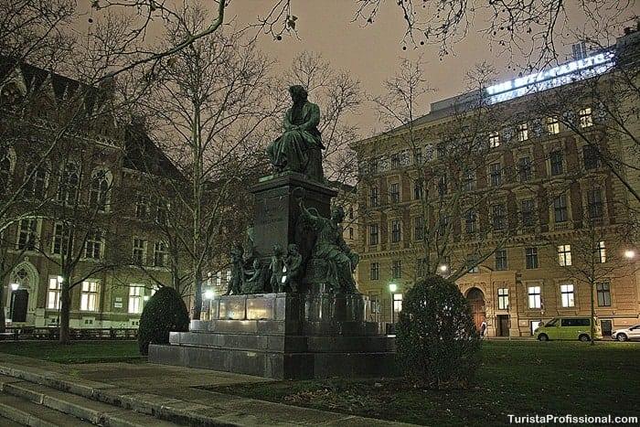 estátua de Beethoven em Viena