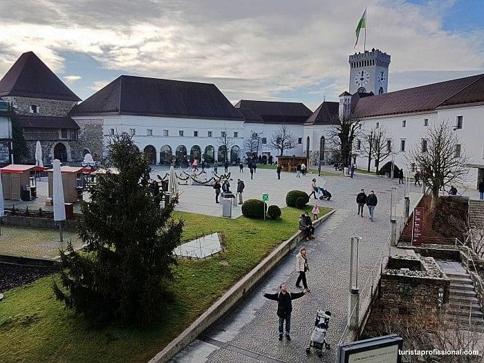 castelo de lubliania - Eslovênia: dicas de viagem (Guia Completo!)