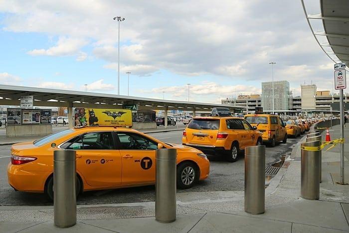 táxi no aeroporto de Nova York