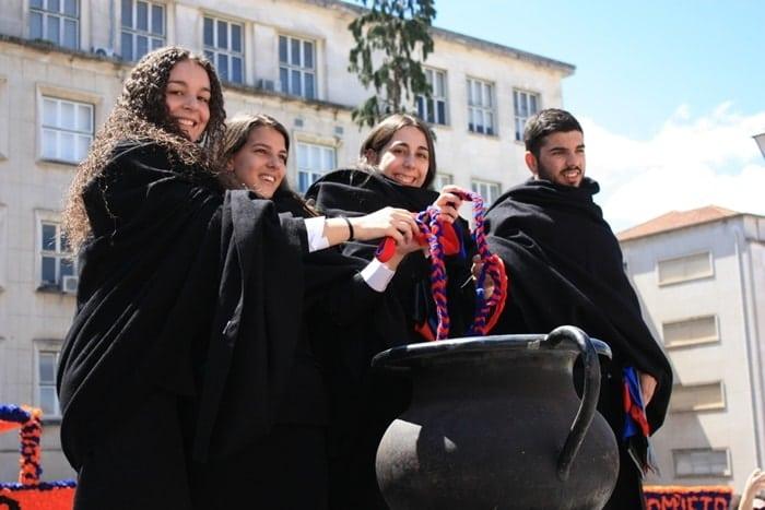 queima das fitas - Queima das Fitas em Coimbra: a tradicional festa dos universitários