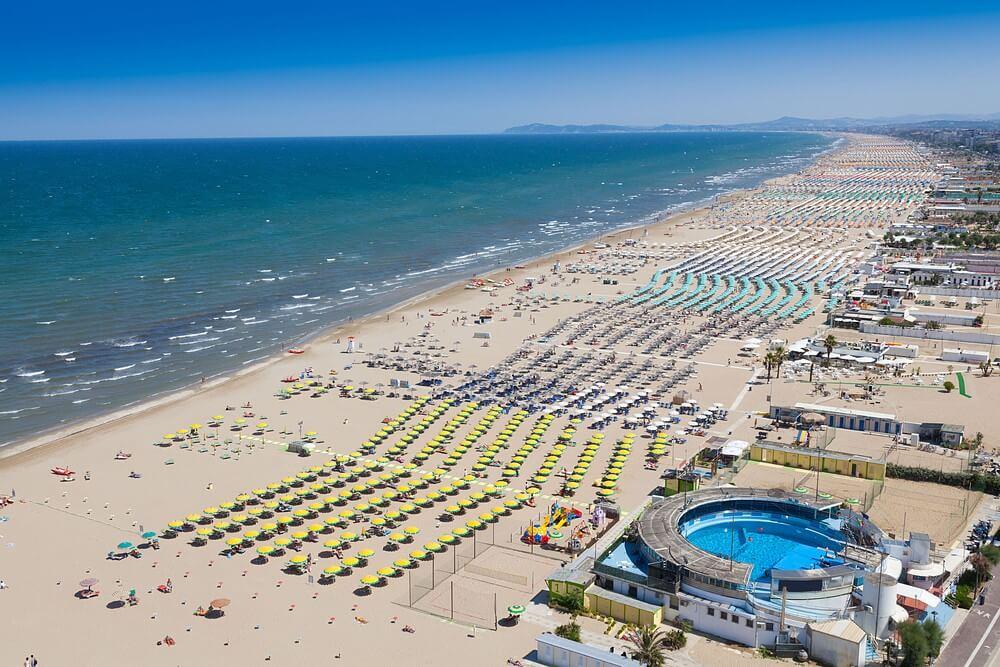 praia em rimini italia - Qual a melhor época para viajar para a Itália?
