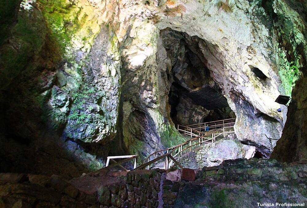 tuneis do castelo de predjama - Castelo de Predjama na Eslovênia