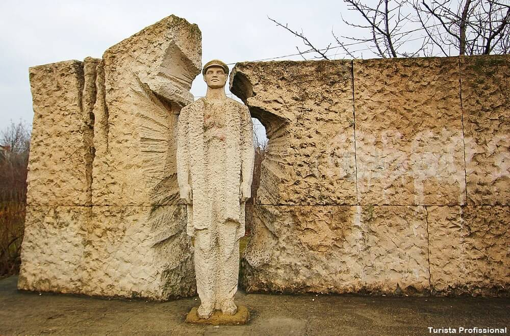 escultura memento parque budapeste - Memento Park: o museu das estátuas de comunistas de Budapeste