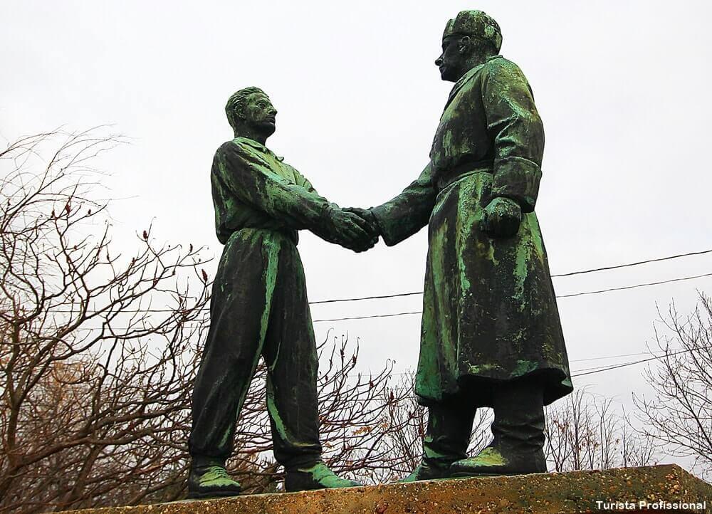 memento park amizade hungaro sovietica - Memento Park: o museu das estátuas de comunistas de Budapeste