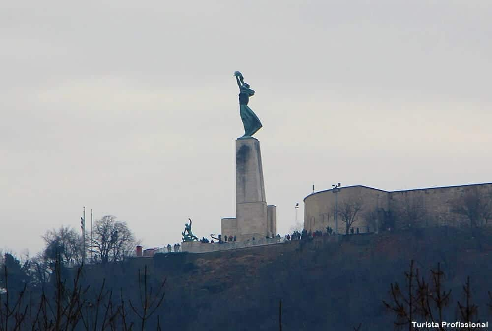 monumento a liberdade budapeste - Memento Park: o museu das estátuas de comunistas de Budapeste