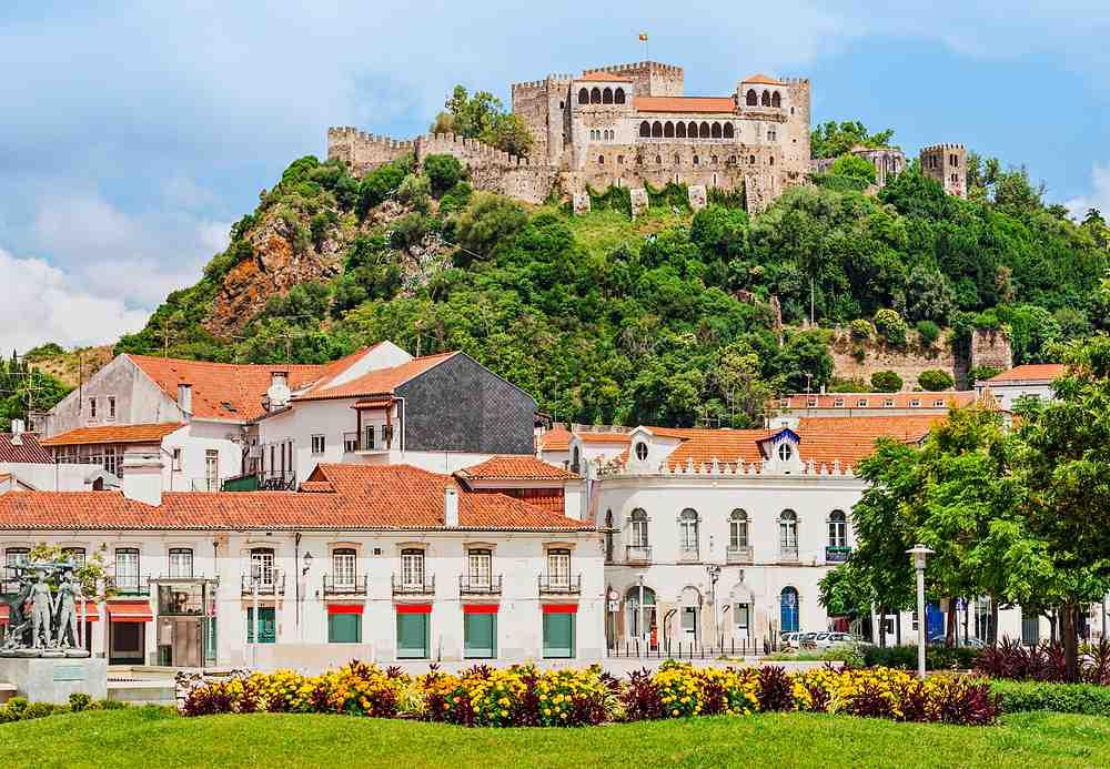 castelo de leiria - 10 castelos em Portugal que você precisa visitar