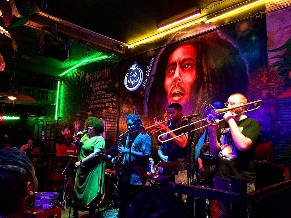 noite em new orleans café negril - Como é a vida noturna em New Orleans