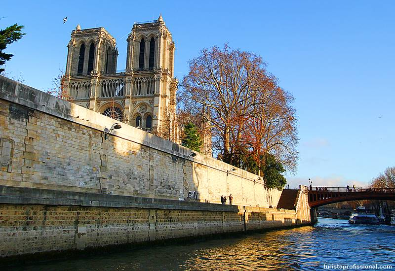 Notre Dame no passeio de barco