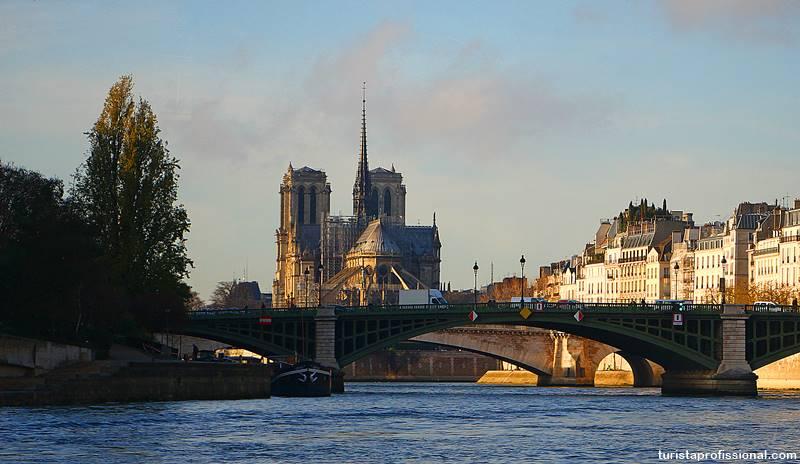 Passeio de barco Paris rio Sena