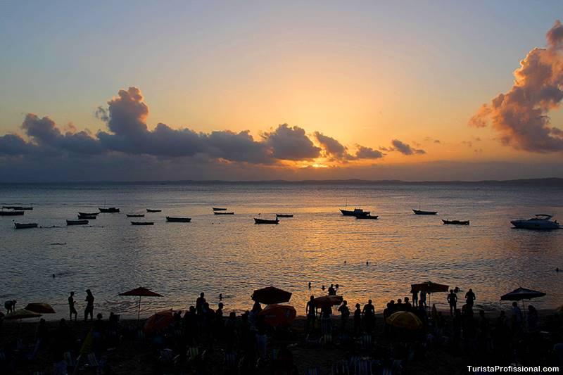 Pôr-do-sol na praia em Salvado