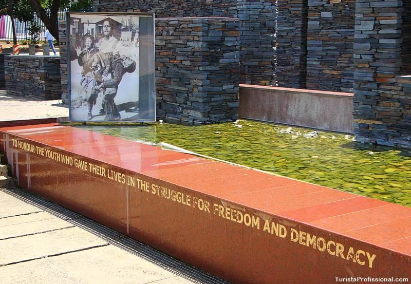 monumento apartheid joanesburgo - Turismo em Joanesburgo: Soweto, Museu do Apartheid e outros