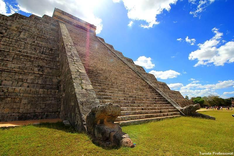 cabeca de cobra piramide kukulcan em chichen itza - Chichén Itzá [México]: dicas para visitar e história