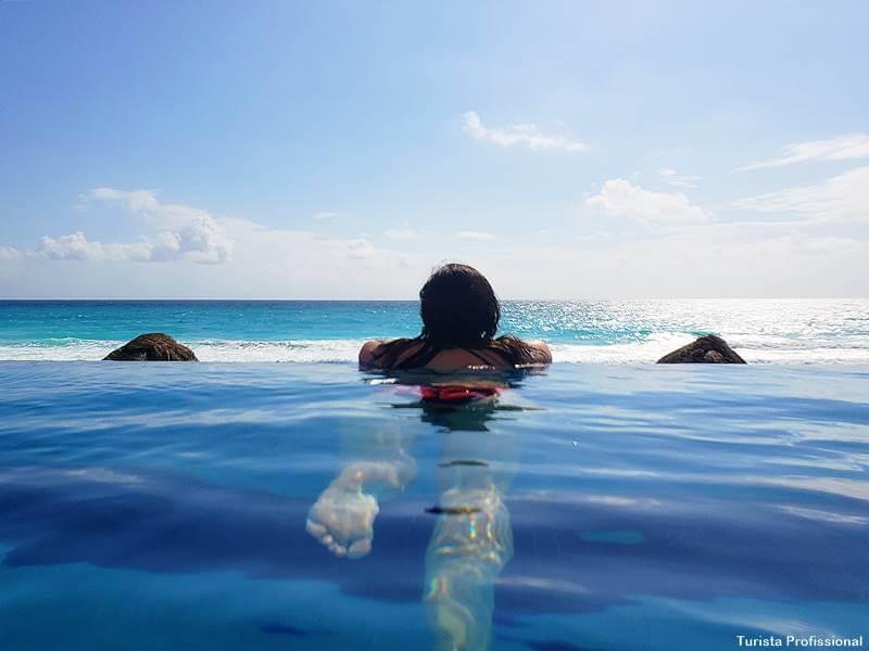 piscina de borda infinita em Cancún