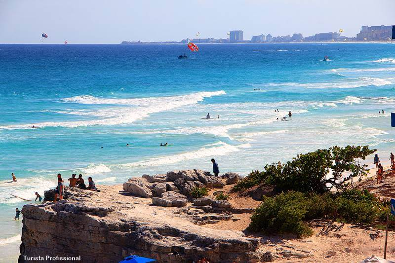 mar azul do caribe em Cancún