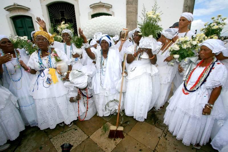 baianas na lavagem do Bonfim - Festas em Salvador: quais as mais populares?