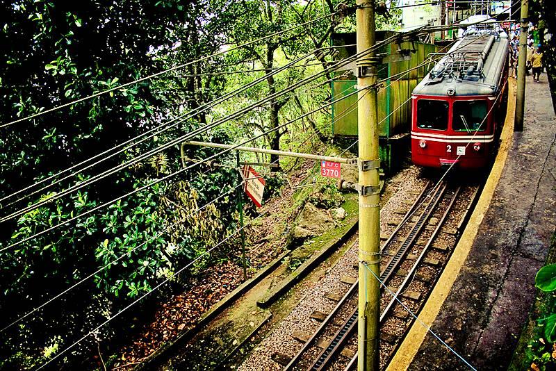 trem do Corcovado indo para o Cristo Redentor