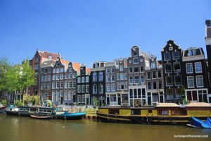 canais de Amsterdam 300x200 - O que fazer em Amsterdam: principais pontos turísticos
