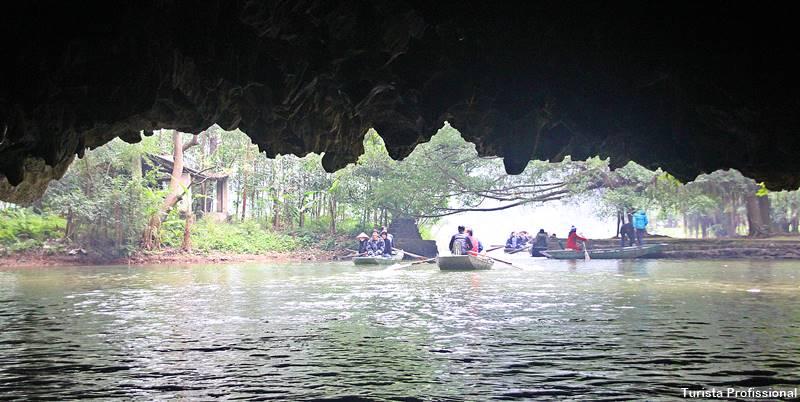 Passeio de Barco em Tam Coc Vietnã