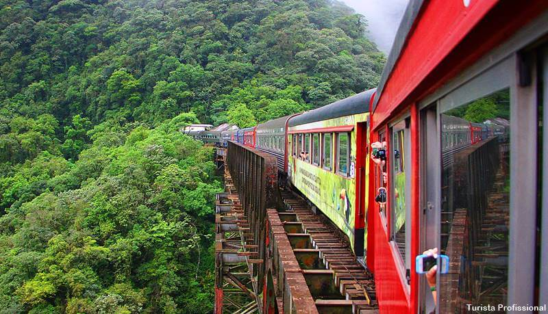 passeio de trem de Curitiba a Morretes