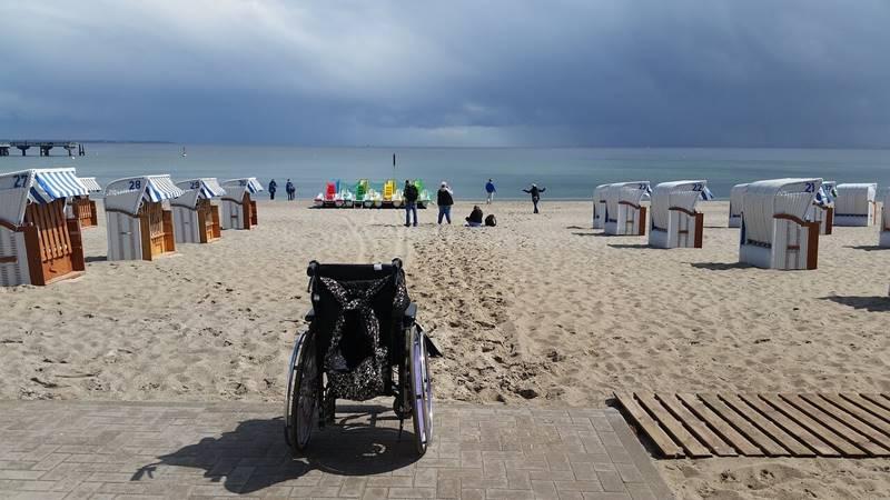 praia cadeira de rodas pixabay - Conheça 5 praias acessíveis para pessoas com deficiência
