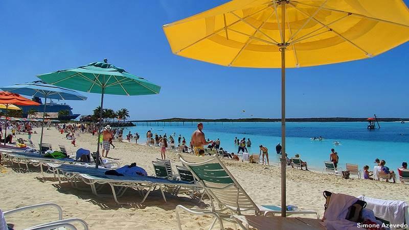 praia em Bahamas