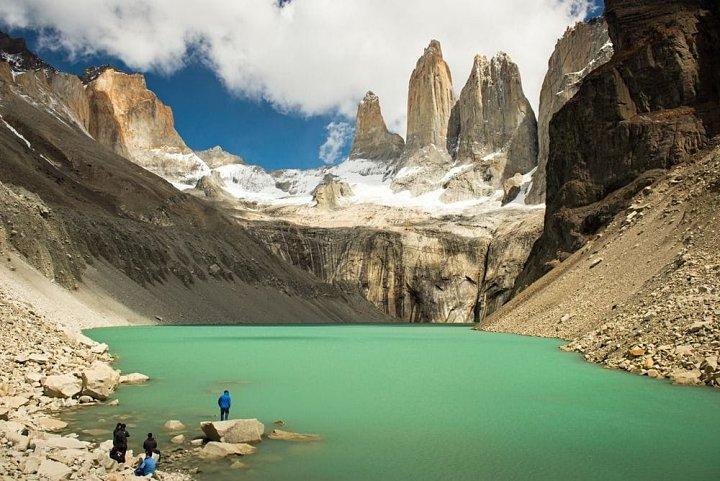 Torres del Paine shutterstock - Viagem para o Chile: guia completo!