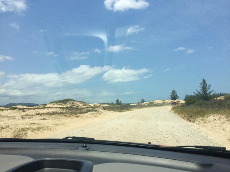 estradinha nas dunas em Ilha Comprida - Ilha Comprida: o que fazer em um dos litorais mais bem preservados de São Paulo!